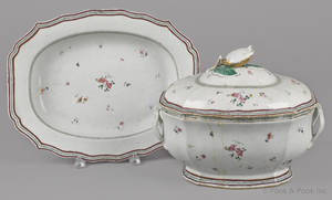 Chinese export porcelain tureen cover and undertray early 19th c