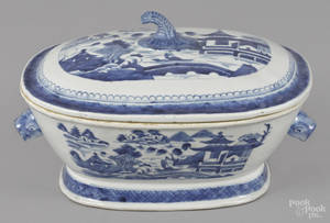 Chinese export porcelain Canton tureen and cover 19th c