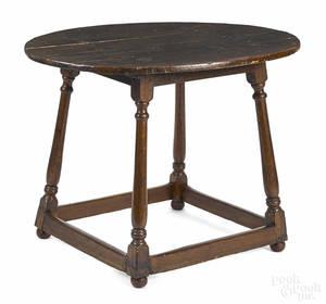 Pennsylvania Queen Anne walnut tavern table
