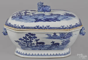 Chinese export blue and white porcelain tureen and cover 19th c