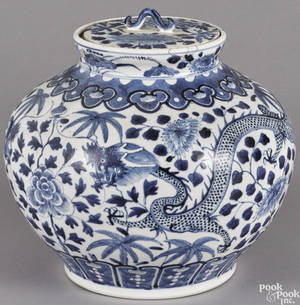 Chinese blue and white porcelain dragon jar and cover