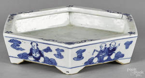 Chinese Qing dynasty blue and white porcelain undertray