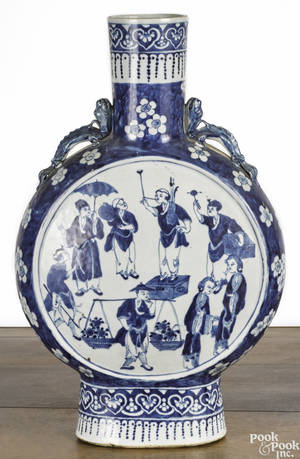 Chinese Qing dynasty blue and white porcelain moon vase