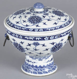 Chinese late Qing dynasty blue and white porcelain warming dish and cover