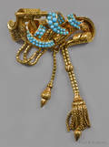 18K yellow gold scroll tassel pin