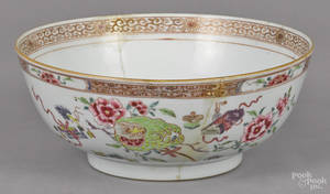 Chinese famille rose porcelain bowl early 19th c