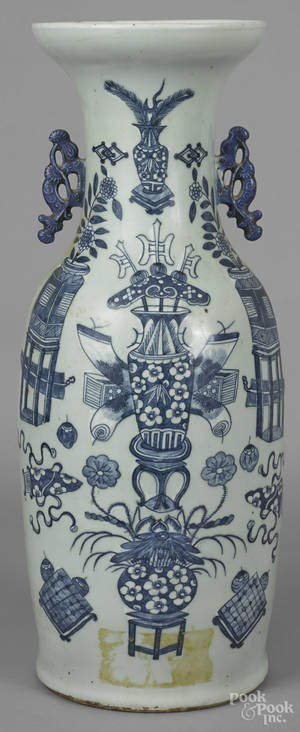 Chinese blue and white porcelain vase 19th c