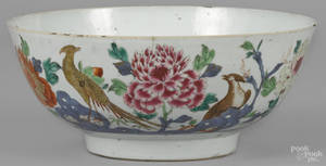 Chinese famille rose porcelain bowl ca 1800