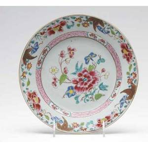 Chinese porcelain plate 18th19th c painted with famille rose enamels 9 dia