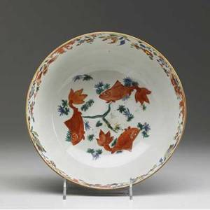Chinese export deep bowl with koi decoration 18th c 4 x 9 dia