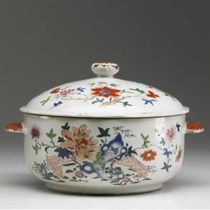 Chinese export famille rose covered tureen with handles 19th c glaze loss to finial 7 x 12 dia