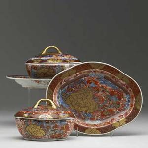 Chinese export pair of sauce tureens with stands ca 17601780 with underplate 9 12 x 4