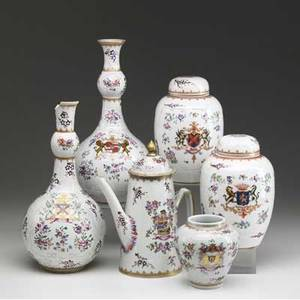 Samson six armorial pieces include pair of bottle vases pair of ginger jars teapot and jar missing lid 19th c tallest 13 12