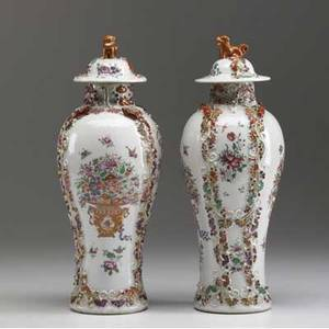 Chinese export pair of covered urns with raised decoration and foo dog finials qing dynasty ca 17501760 12 12