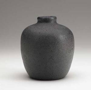 Ake holm ceramic vase covered in gunmetal volcanic glaze signed 6 x 5 12