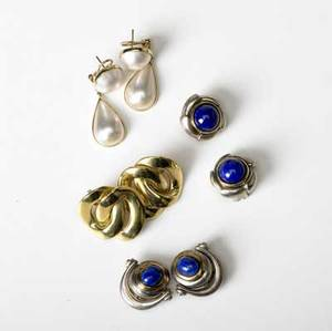 Fine designer modern earrings four pairs sterl 18k yg and lapis lazuli 18k yg double curblink clip 14k yg with faux pearl drops sterl and 10k lapis lazuli
