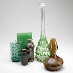 Tiffin blenko etc six assorted glass pieces tiffin tall vase with fishscale design blenko vase with bubble pattern signed and four other unmarked items tiffin vase 21 12 x 5 12