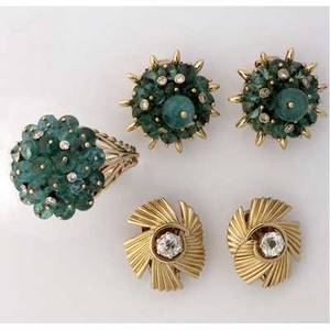 Retro gold and gemstone jewelry 18k ca 1940 pair of oec diamonds 150 cts tw in a stylized coil with lever backs and hinged posts emerald bead and colletset diamond cluster earrings and a ring