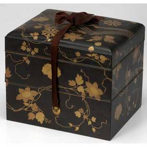 Japanese lacquer domed box decorated with mons and flowering tendrils 19th c 9 x 8 34 x 10 34