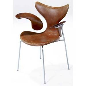 Arne jacobsen seagull chair covered in brown leather on steel frame 1972 marked in denmark by fritz hansen 1972 31 12 x 21 12 x 18