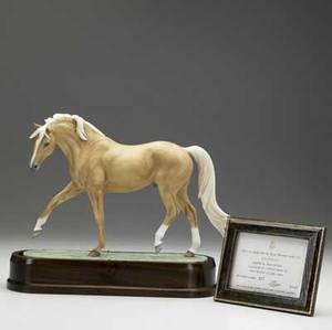 Royal worcester model of a palomino on wood base modeled by doris lindner 1971 no 217 of 750 copies 7 34