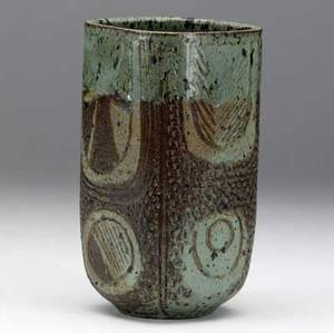Marguerite wildenhain  pond farm foursided stoneware vessel with incised and impressed patterns covered in celadon and mahogany glaze incised wildenhain 7 12 x 4 sq