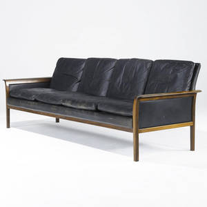 Danish modern sofa upholstered in black leather on rosewood frame 28 12 x 86 x 29