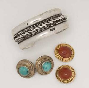 Egyptian jewelry in gold and silver 20th c carnelian earclips in 18k yg together with turquoise and silver earclips and a silver cuff 1229 gs gw gold elements 17 gs gw