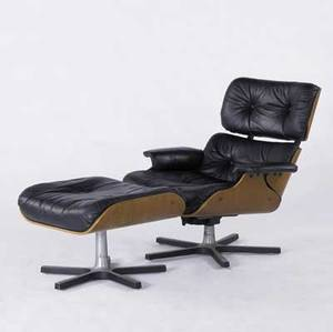 Style of eames lounge chair and ottoman upholstered in black leather chair 32 x 33 x 35
