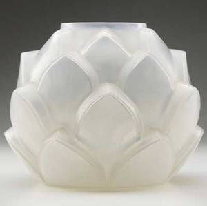 lalique armorique vase of incased opalescent glass m p 21 no 1000 etched r lalique france 9 x 10 12