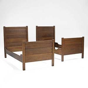 Roycroft pair of paneled twin beds provenance roycroft inn east aurora ny each stamped r106 48 14 x 39 x 78 12