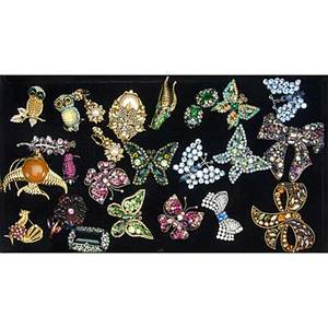 Vintage costume brooches and earrings twentyone brooches two with companion ear clips includes thelma deutsch art weiss de nicola kramer trifari kenneth lane coro richelieu largest 3