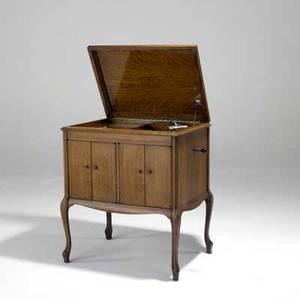 Victor talking machine co victrola in oak cabriole legs ca 1920 33 12 x 32 x 21 12