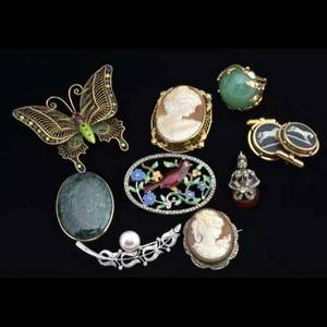 Gold and silver jewelry etc ten pieces include amber cigar holder with gf mounts two cameos diamond and pearl brooch in 14k wg 14k and jade ring etc 475 gs gw