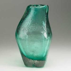 Fulvio bianconi venini informale green glass vase italy 1968 publication italian glass muranomilan 19301970 h ricke and e schmitt 1997 signed venini italia 15 x 9
