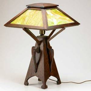 Prairie school oak table lamp with tapering buttressed base and slag glass shade unmarked 22 12 x 15 sq