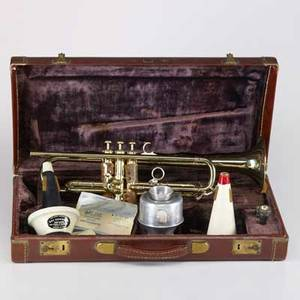 Olds  son mendez trumpet model n 10 serial 421438 lot 6310 in original hard case with olds 3 mouthpiece vincent bach mouthpiece along with three mutes one wowwow ca 1955