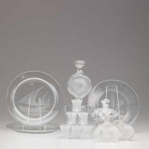 Lalique thirteen pieces 20th c six enfants shot glasses two deux fleurs perfume bottles samoa perfume bottle three collector plates etc tallest 6 34