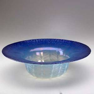 Tiffany studios blue favrile glass center bowl leaves provenance baltimore museum of art to benefit future acquisitions etched lc tiffany inc  favrile 1925 3 12 x 12