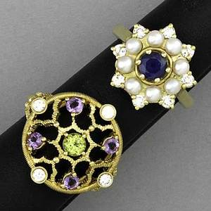 Gold gemset rings two rings star cluster sapphire 50 ct surrounded by diamonds approx 25 ct tw and 3mm seed pearls central peridot approx 25 ct surrounded by amethyst approx 25 ct t