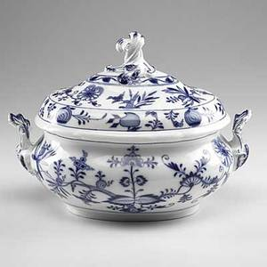 Meissen blue onion covered oval porcelain soup tureen 20th c crossed swords mark 12 12 x 9 x 10