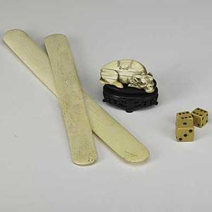Ivory bison netsuke signed together with two page turners and three dice 7