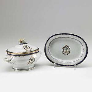 Chinese export covered sauce tureen on stand decorated with crest of william lake high sheriff of warwickshire ca 1792 6 14 x 7 12