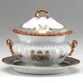 Chinese export sauce tureen on stand with polychrome crest and rampant lions ca 1780 tureen 6 12 x 6 x 4 12