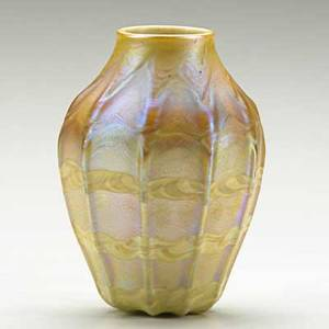 Tiffany studios ribbed and decorated gold favrile glass vase new york 1900s etched lct favrile 3979p 4 34 x 3 12
