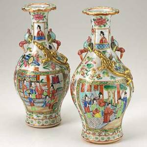 Pair of chinese vases famille rose decoration with applied gilt lizards 19th20th c 10