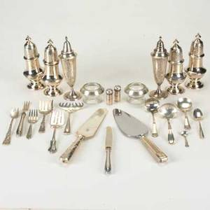 American and european silver fortytwo pieces 20th c 3 pairs sterling salt and pepper shakers 8 lutz and weiss 800 hollow handled dessert knives 8 dessert forks etc 253 ot excludes h