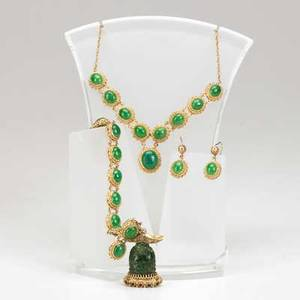 14k jewelry suite four pieces ca 1965 green hardstone necklace bracelet and earrings bracelet has gemset buddha charm 928 gs gw bracelet 7 buddha 1 12 necklace 16 earrings 1 38
