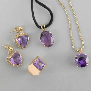 Yellow gold and purple gemstone jewelry five pieces 20th c faceted heartshaped earrings oval pendant alexandrite necklace chain marked 14k 21 russian ring size 8 155 dwt gw 242 gs