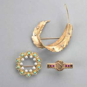 14k yellow gold brooches and 10k pin textured plume brooch with diamonds circle brooch with pearls and turquoise 10k service pin 14k 115 dwt 179 gs 10k 21 dwt 32 gs largest 2 14